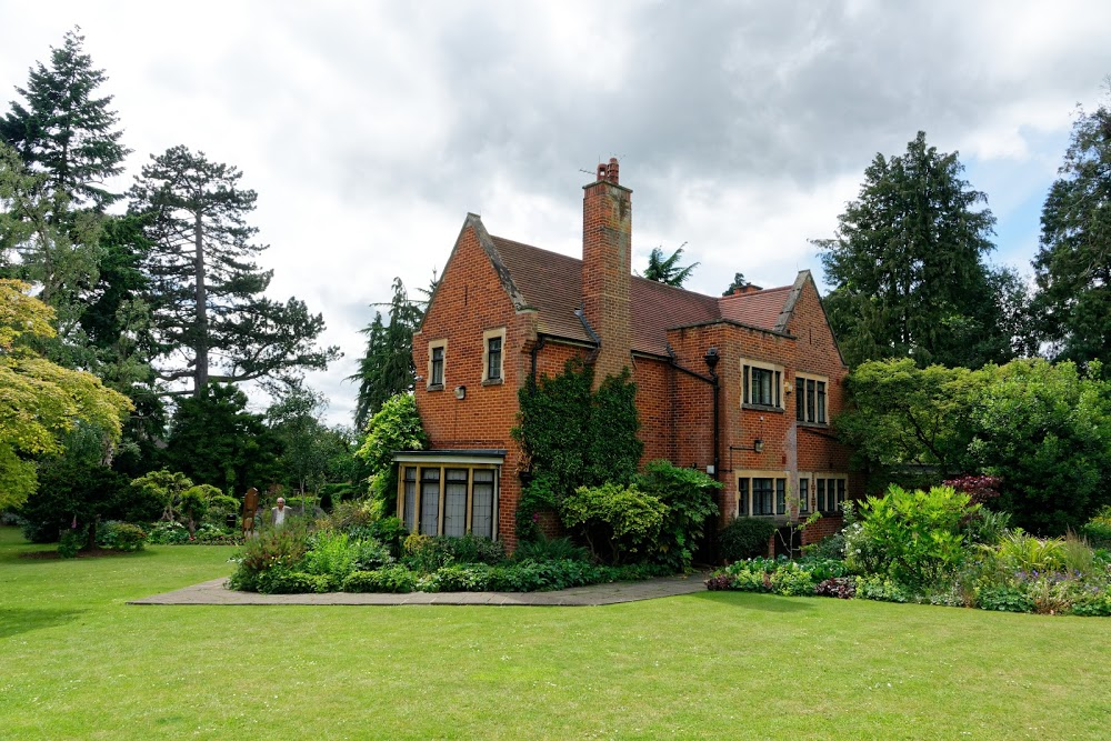 Cheslyn House & Gardens